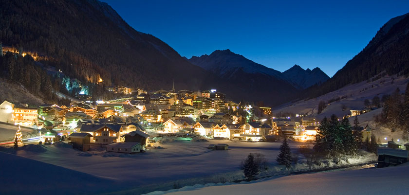 austria_ischgl_valley-view-night.jpg